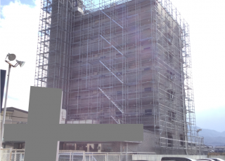 福岡県福岡市福岡西区 8階建  足場工事⑴(※メッシュシート設置前)