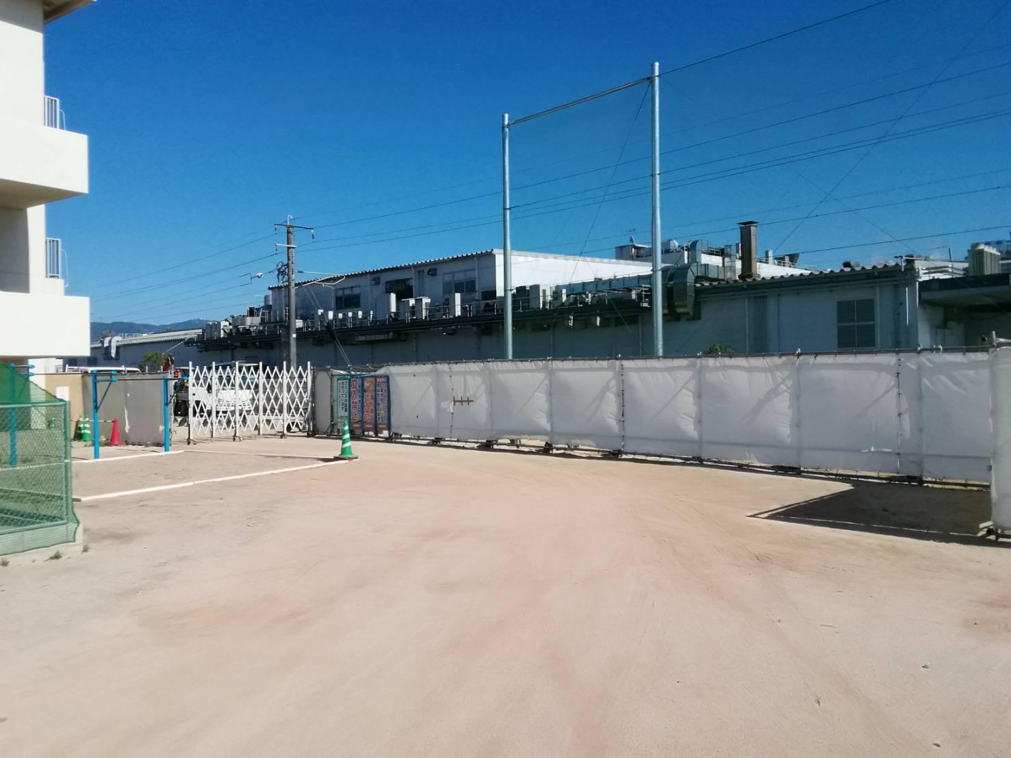 福岡県糟屋郡粕屋町 小学校 仮囲い足場工事①