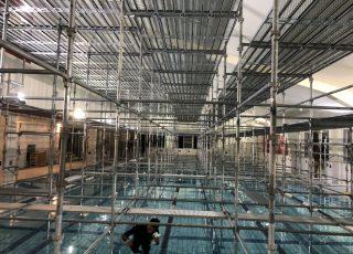 福岡県 北九州市若松区 スイミングスクール プール内  天井遮熱設置工事 内部棚足場④