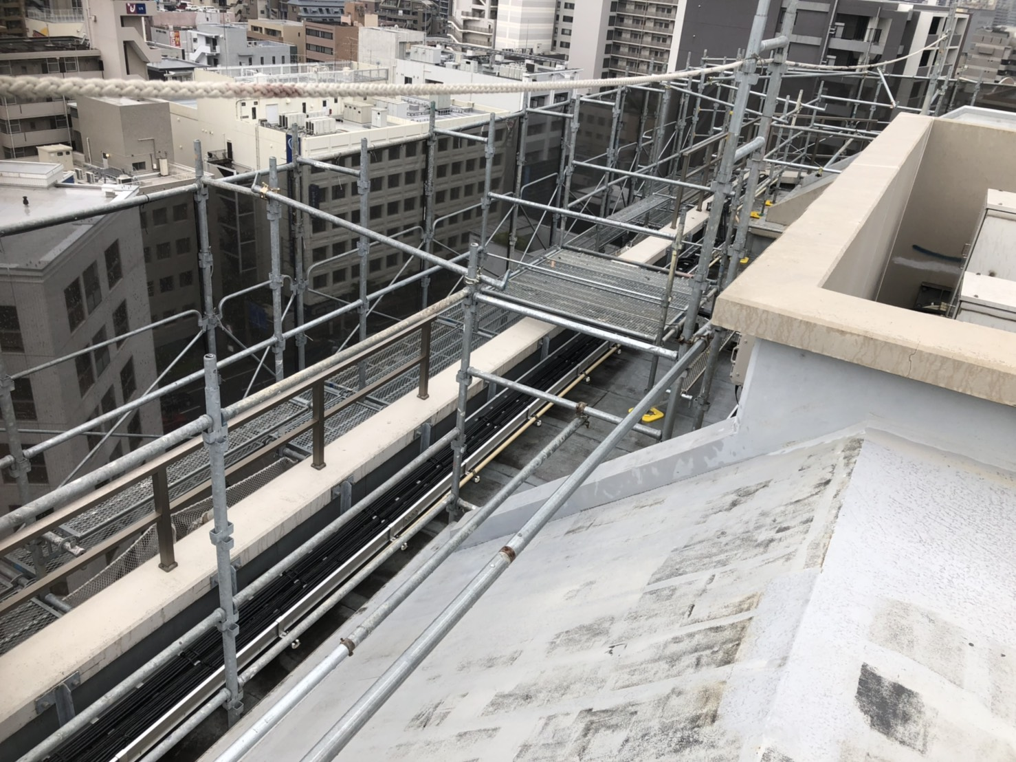 福岡県福岡市中央区薬院 14階建 大規模修繕工事 足場⑴