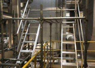 福岡県福岡市東区 臨海工場内 転落防止処置取り付け 昇降足場組立⑵