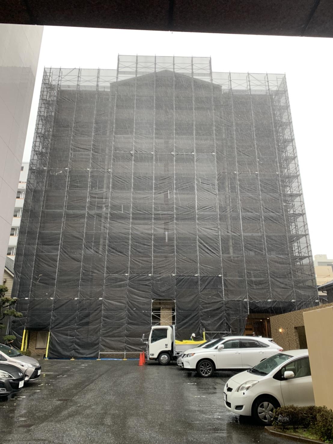 福岡県福岡市城南区 9階建マンション 改修工事 足場 完了写真①