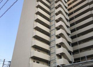 福岡県福岡市東区 15階建マンション 部分足場工事※一部上空で吊り足場になっています。①