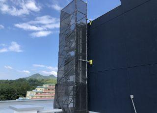 福岡県福岡市東区和白 6階部分〜R階部分にかけての 昇降足場工事